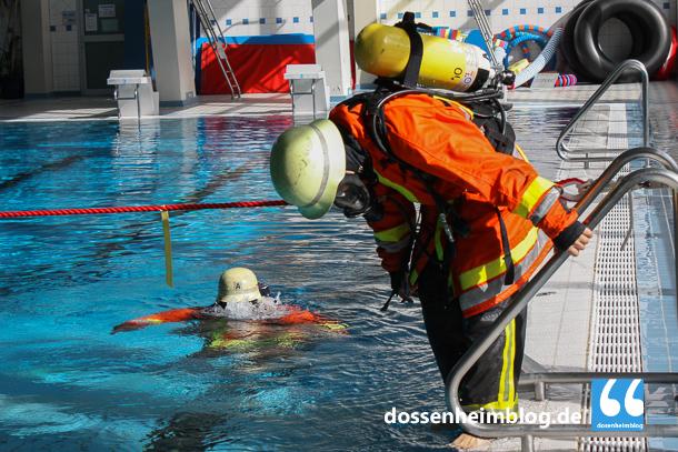 Dossenheim-Feuerwehr-Uebung Hallenbad-20140830-002_tn-5338