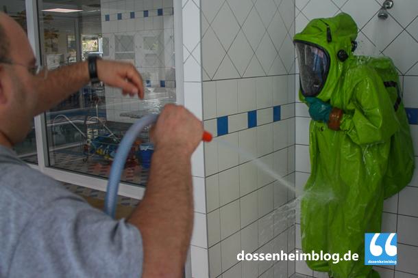 Dossenheim-Feuerwehr-Uebung Hallenbad-20140830-002_tn-5352